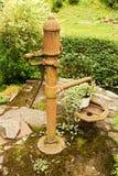 De handpomp van de waterput Stock Foto's