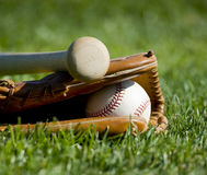 De Handschoen, de Knuppel en de Bal van het honkbal stock fotografie