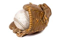 De handschoen en de bal van het honkbal stock afbeelding