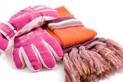 De handschoenen en de geluiddemper van de winter stock afbeelding