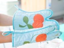 De handschoenen van de veiligheids firstOld stof royalty-vrije stock afbeelding
