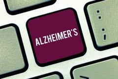 De handschrifttekst die Alzheimer s schrijven is Concept die Progressieve geestelijke verslechtering betekenen die in middenleeft stock afbeelding