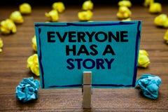 De handschrifttekst iedereen heeft een Verhaal Concept die Achtergrond betekenen die vertellend uw geheugenverhalen storytelling  stock fotografie