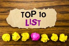 De handschrifttekst top 10 Tien Lijstconcept voor Succes tien maakt van Geschreven op kleverige notadocument herinnering, houten  Stock Fotografie