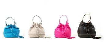 De handtassen van leervrouwen op witte achtergrond worden geïsoleerd die Royalty-vrije Stock Foto