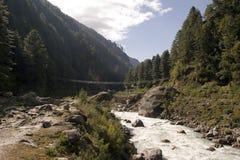 De Hangbrug van Jorsale - Nepal stock fotografie