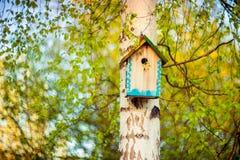 De hangende doos van het vogelhuis Stock Afbeelding