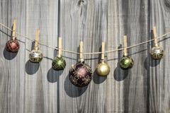 De hangende Omheining van Kerstmisballen Stock Afbeelding