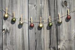 De hangende Omheining van Kerstmisballen Stock Foto