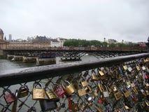De Hangsloten van de liefde in Parijs Royalty-vrije Stock Afbeeldingen