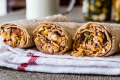 De harde tarwekebab van kippenshawarma met ayran of karnemelk/Tantuni royalty-vrije stock foto's