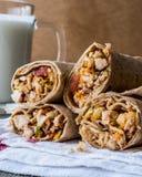 De harde tarwekebab van kippenshawarma met ayran of karnemelk/Tantuni royalty-vrije stock afbeeldingen