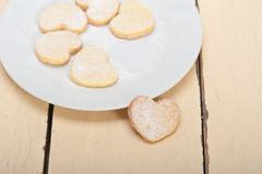 De hart gevormde koekjes van de zandkoekvalentijnskaart Stock Foto