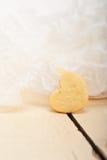 De hart gevormde koekjes van de zandkoekvalentijnskaart Stock Afbeeldingen