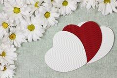 De harten en de bloemen van de valentijnskaartendag Stock Foto's