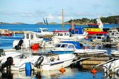 De haven in een kleine Zweedse stad, Zweden Stock Foto's