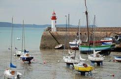 De haven en de boten van de vuurtoren Stock Fotografie