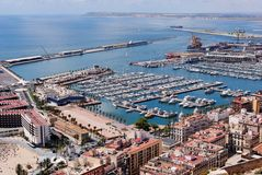 De Haven en de Jachthaven van Alicante Stock Afbeeldingen