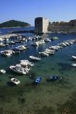 De haven en de toren van Dubrovnik Stock Afbeeldingen