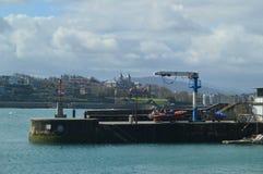 De haven en Lonja van San Sebastian In The Background You kunnen een Mooi Kasteel zien De Aard van de architectuurreis Stock Fotografie