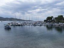 De haven in het dorp van Neos Marmaras, Sithonia, Griekenland Stock Foto