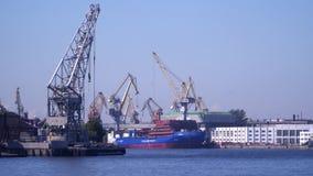 De haven op Neva River in St. Petersburg stock footage