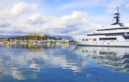 De haven van Antibes en de vesting Royalty-vrije Stock Foto