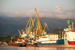 De haven van Batumi bij zonsondergang, Georgië Royalty-vrije Stock Foto's
