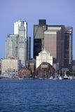 De Haven van Boston en de horizon van Boston bij zonsopgang zoals die van Zuid-Boston, Massachusetts, New England wordt gezien Royalty-vrije Stock Afbeelding
