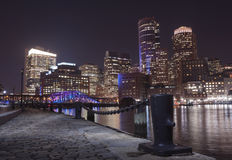 De Haven van Boston en Financieel District bij nacht in Boston, Massac Stock Afbeeldingen