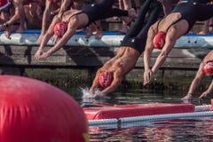De HAVEN van de KERSTMISdag ZWEMT 2015, BARCELONA, Haven Vell - 25 December: de zwemmers beginnen de race Royalty-vrije Stock Foto's