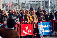 De HAVEN van de KERSTMISdag ZWEMT 2015, BARCELONA, Haven Vell - 25 December: publiek voor ras wordt gelet op dat Stock Afbeeldingen