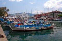 De haven van de stad in marmaris met boten Stock Afbeeldingen