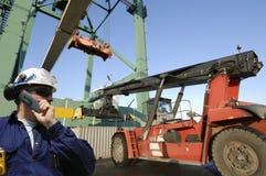 De haven van de vorkheftruck, van de kraan en van de container Stock Afbeeldingen