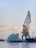 De haven van de winter met kraan royalty-vrije stock foto's