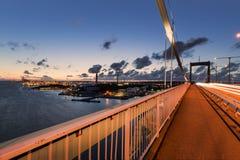"""De haven van Gothenburg met à """"lvsborgsbron tijdens zonsondergang stock foto's"""