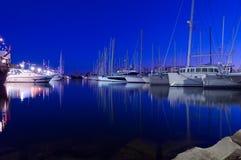De haven van het jacht bij nacht Royalty-vrije Stock Foto's