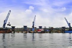 De haven van het laden en het leegmaken van steenkool Stock Foto's