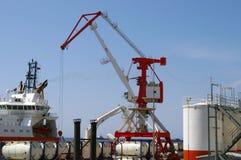 De haven van het olieproject op eiland Sakhalin. Stock Afbeeldingen