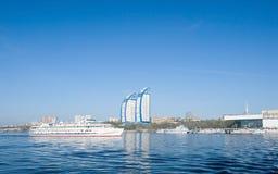 De haven van het schip en van de rivier Stock Afbeeldingen