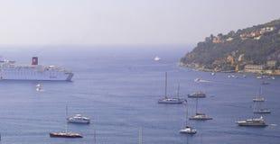 De haven van het Villefranche-sur-Mer, Kooi D'Azur, Zuiden o Royalty-vrije Stock Afbeeldingen