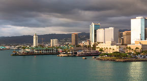De Haven van Honolulu bij Zonsondergang Royalty-vrije Stock Foto