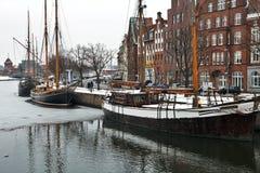 De haven van Lübeck in de winter Stock Afbeeldingen