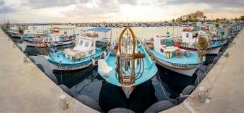De haven van Larnaca vissersboten Stock Foto's