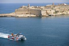 De haven van Malta Valletta met catamaran Royalty-vrije Stock Foto's