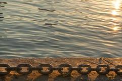 De Havenketting bij de Zonsondergang Royalty-vrije Stock Foto's