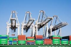 De havenkranen van het containerschip Stock Afbeelding
