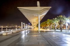 De havenpromenade van Malaga bij nacht stock foto's