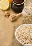 De havervlok van graangewassen en gezond voedsel stock afbeeldingen