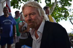 De heer Richard Branson spreekt tegen haai het zuiveren Royalty-vrije Stock Foto